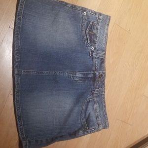 5 for $25 bundle me ! Guess skirt jean sz 31